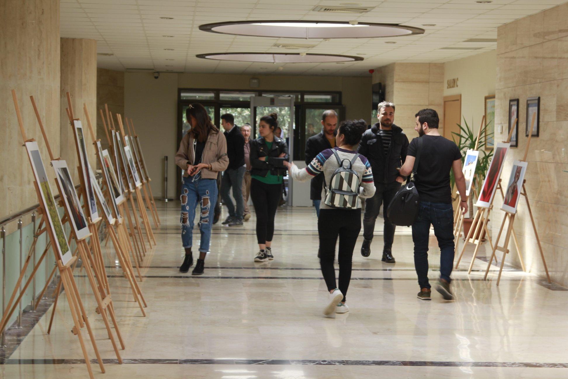 """""""Kırmızı ve Kadın"""" Mersin Üniversitesinde"""
